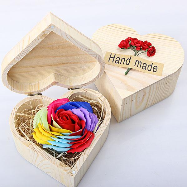 Hoa hồng sáp hộp gỗ trái tim