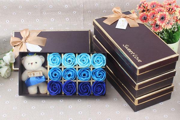 Hộp hoa hồng sáp thơm 12 bông kèm gấu