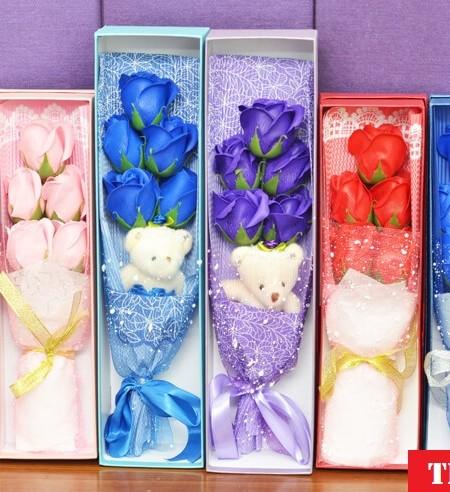 Mẫu 1 hộp hoa hồng sáp 5 bông có gấu