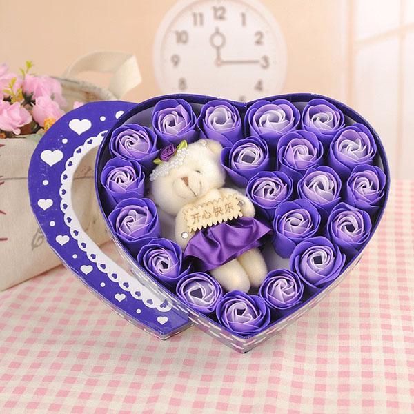 Hộp hoa hồng sáp hình trái tim kèm gấu