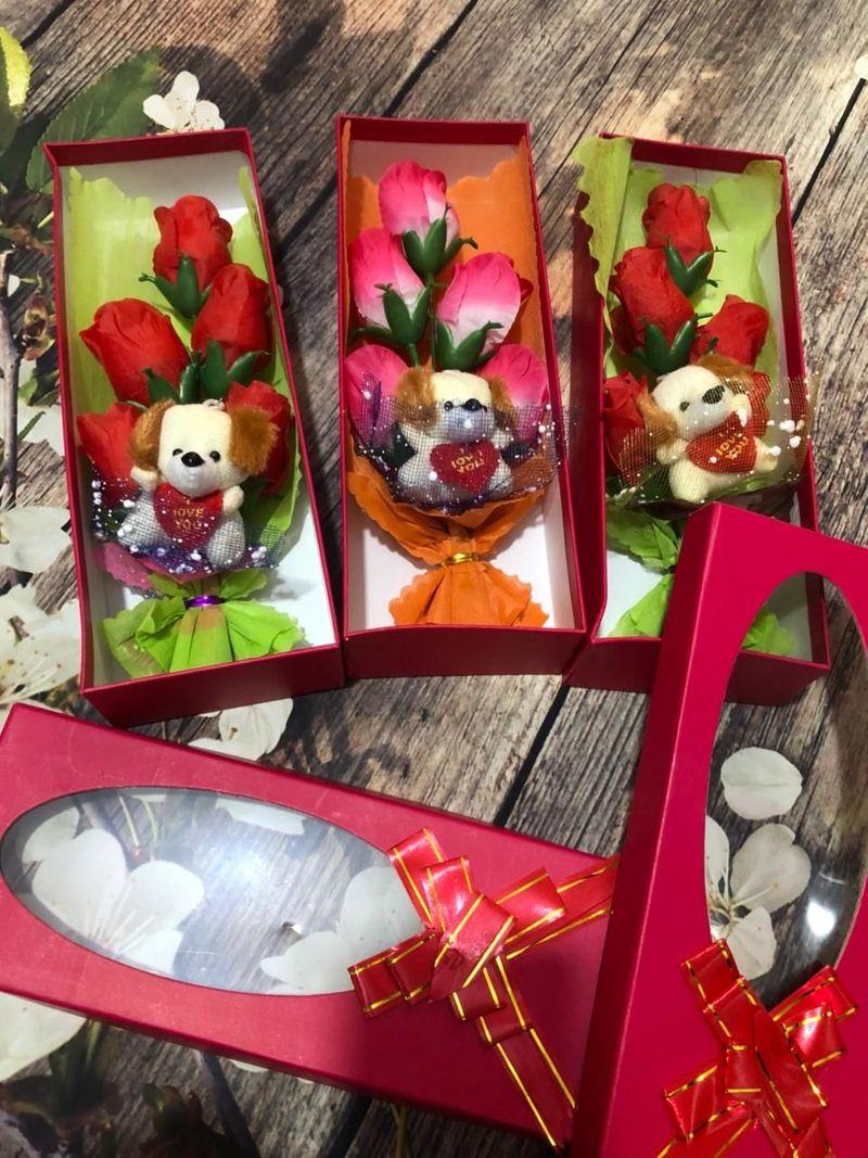 Mẫu 2 hộp hoa sáp 5 bông có gấu