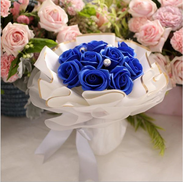 Bó hoa hồng sáp 11 bông đính ngọc trai