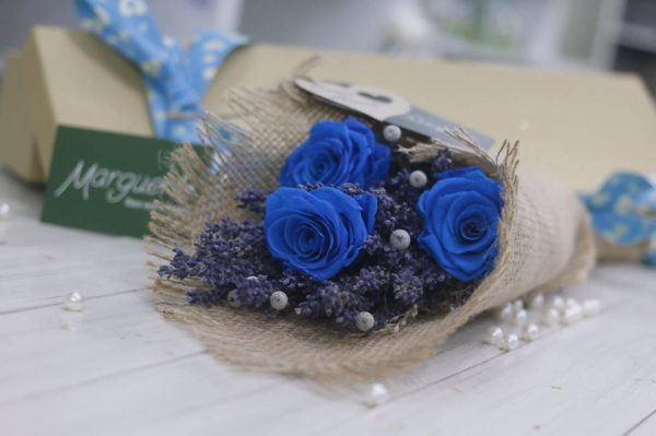 Hộp hoa hồng và lavender khô