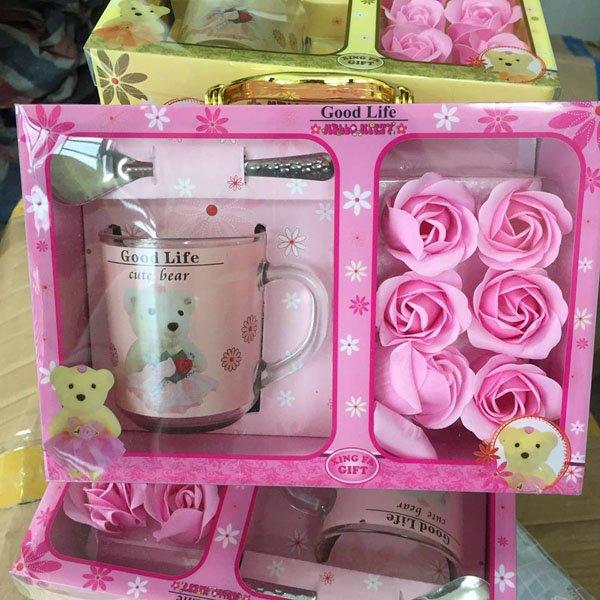 Hoa hồng sáp 6 bông kèm cốc cực đẹp