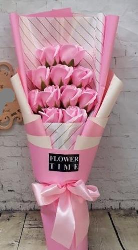 Bó hoa hồng sáp 11 bông đứng