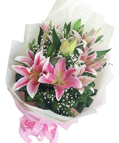 Bó hoa ly mừng tốt nghiệp thể hiện sự chân thành - ý nghĩa hoa ly